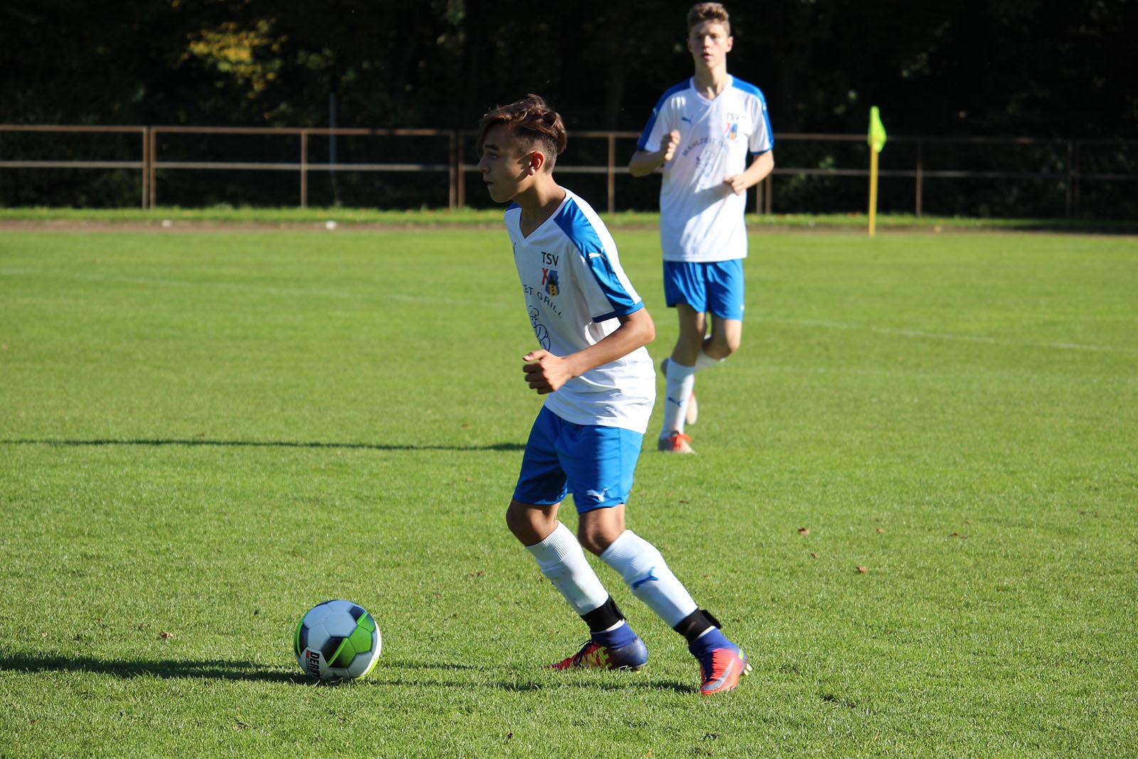 Jugendfussball im Süden von Neuss beim TSV Norf